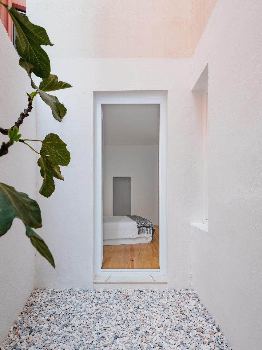 Apartment in Lapa by Filipe Fonseca Costa
