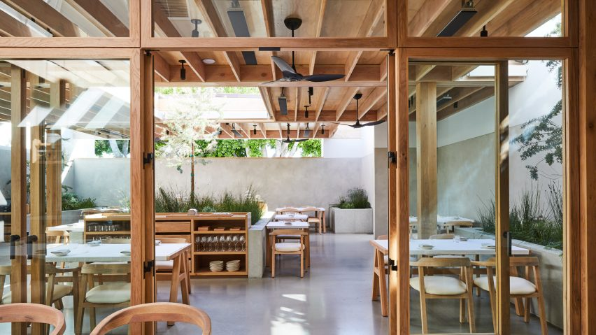 Rustic And Homey Restaurant Auburn Opens On La S Melrose Avenue,Rustic Country Chic Bathroom Decor