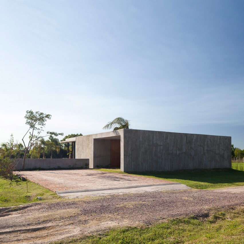 Casa Closed in La Plata Argentina by Felipe Gonzalez Arzac