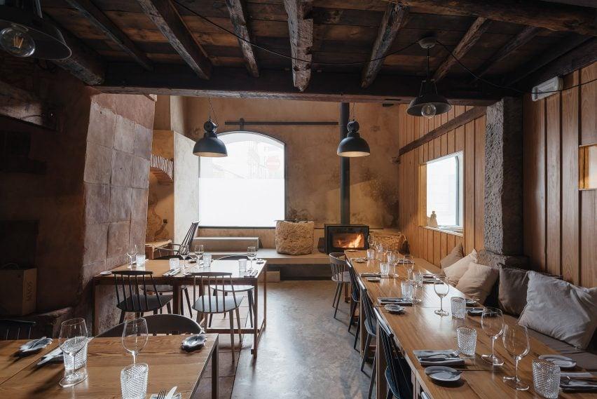 葡萄牙科英布拉老陶瓷协会由Luisa Bebiano Arquitectos和Atelier do Corvo设计