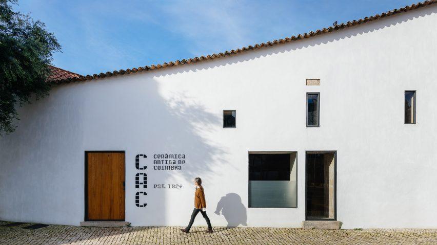 葡萄牙科英布拉的陶瓷工厂由Luisa Bebiano Arquitectos和Atelier do Corvo设计