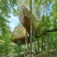 Slender pine slats enclose Evans Tree House in Arkansas by Modus Studio