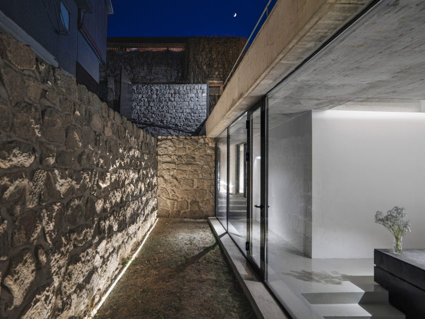 House on the Great Wall by MDDM Studio