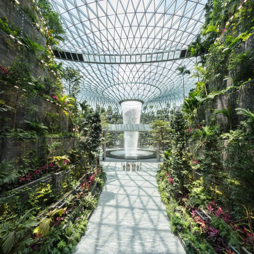 Safdie Architects completes world's tallest indoor waterfall at Jewel Changi Airport