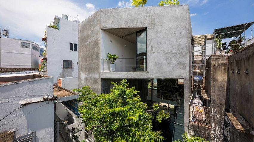 Sanuki Daisuke Architects builds light-filled house on dense urban plot in Vietnam