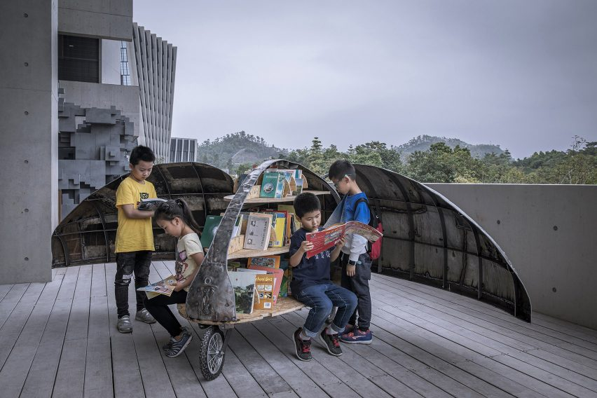 LUO Studio designs a children's micro library from recycled abandoned bicycles