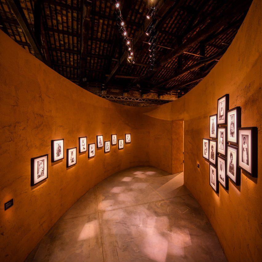 David Adjaye creates earth-house pavilion for Ghana at Venice Art Biennale