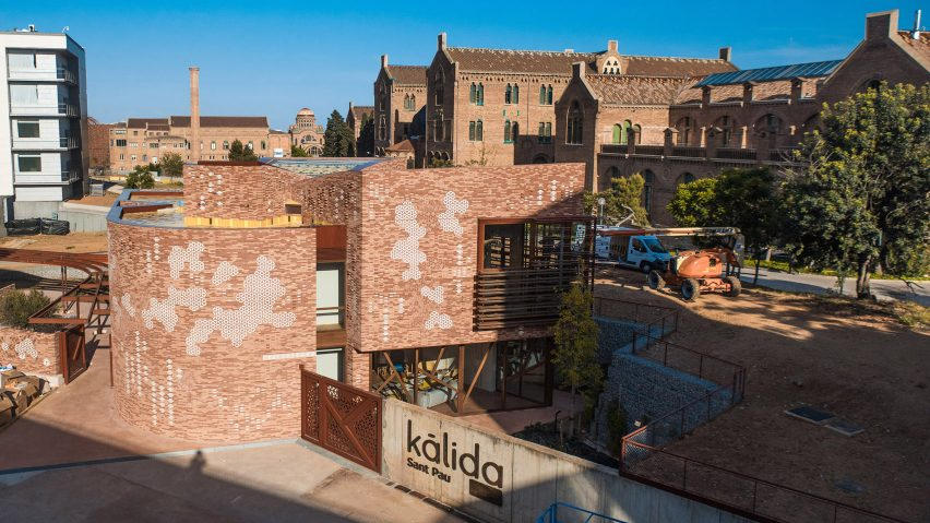 Maggie's Barcelona / Kálida Sant Pau Centre by EMBT and Patricia Urqiuola in Barcelona, Spain