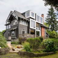 """Beebe Skidmore punctures ornate Portland home with """"fearlessly distinct"""" glass cubes"""