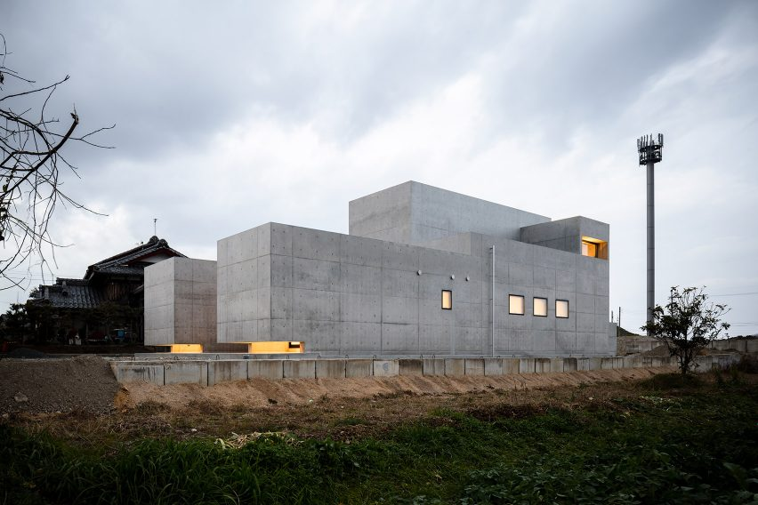 Exterior fortress Tranquil House by FORM Kouichi Kimura Architects