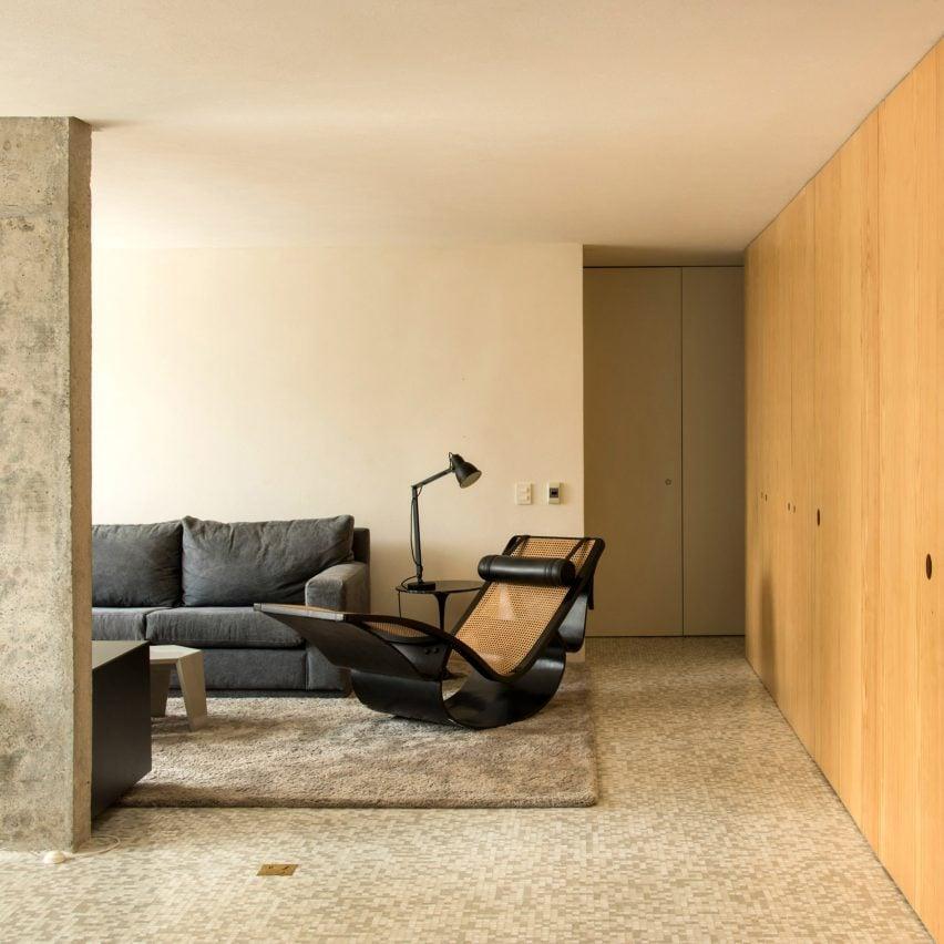 Saito Arquitetos updates apartment in modernist São Paulo building
