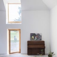 Morales Finch converts old Scottish barn into artist's residence and studio