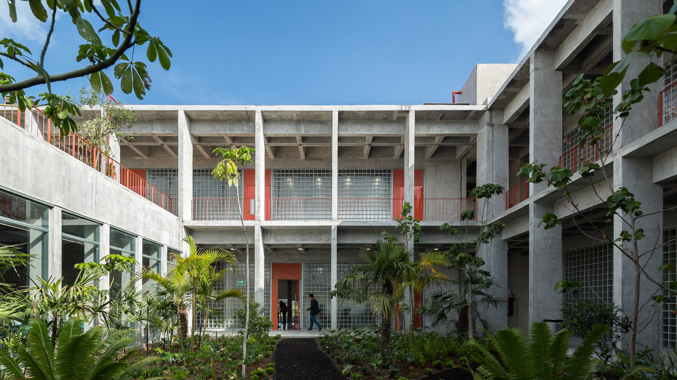 Lush Gardens Feature In Concrete Mexican School Ebc Aguascalientes