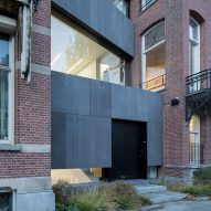 Barend Koolhaas slots steel and basalt gallery between two Amsterdam houses