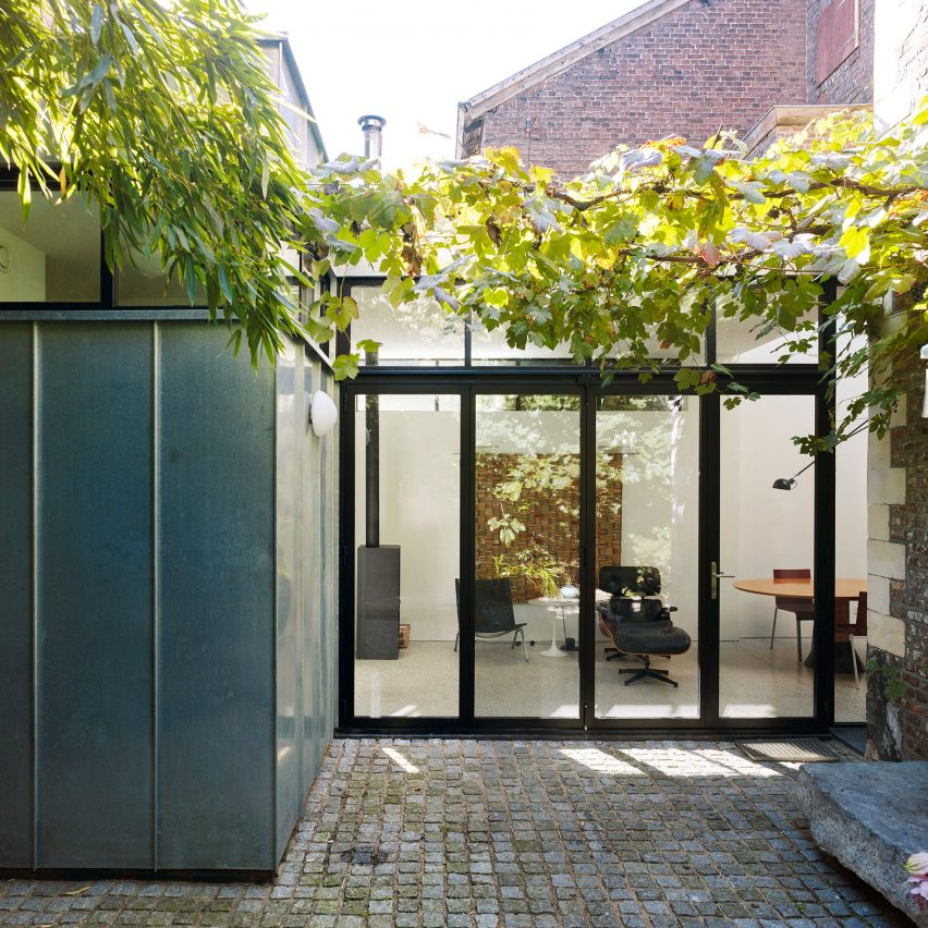 Artesk van Royen Architecten designs extension for 17th-century Dutch house