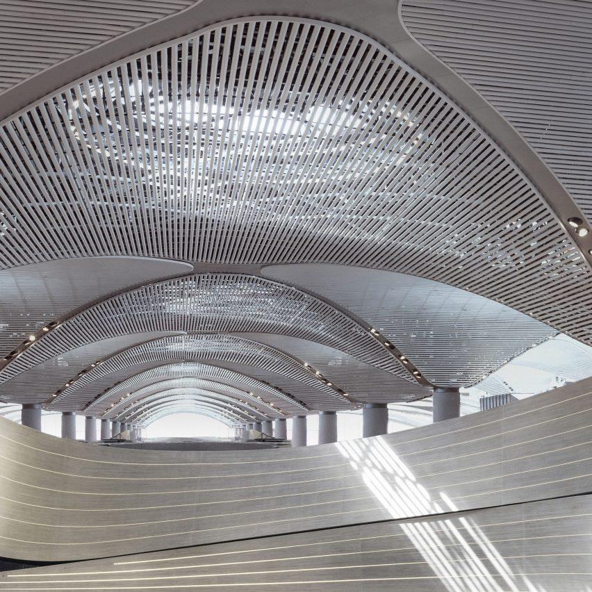 "Softroom creates ""world's-longest"" parametric wall inside Istanbul Airport"