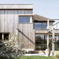 Paul Cashin Architects creates timber extension for coastal Island Cottage