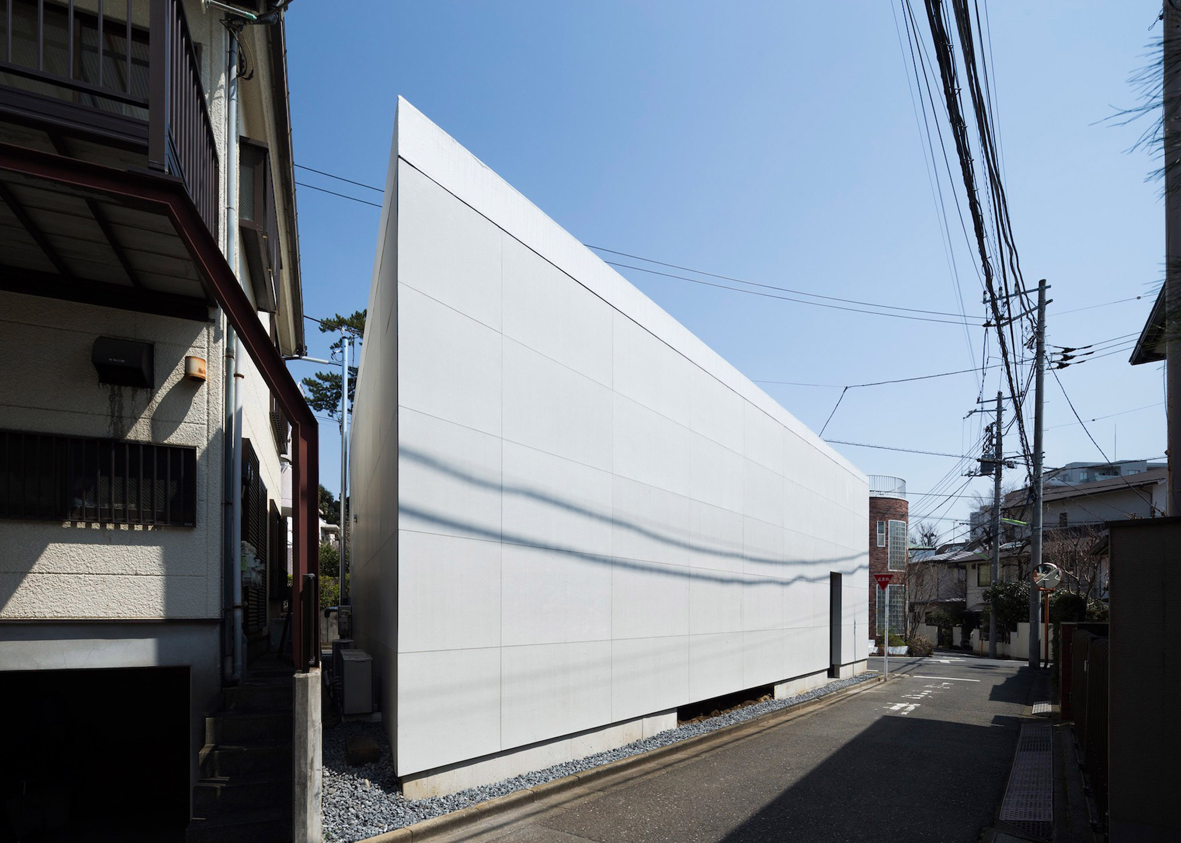 Bunker-like Japanese houses that offer total privacy