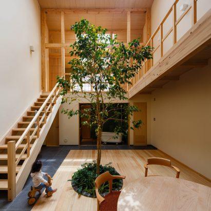 07Beach arrange Kyoto home around glass-fronted bathroom