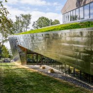MSR Design and JRA Architects tucks Kentucky library in a grove of trees