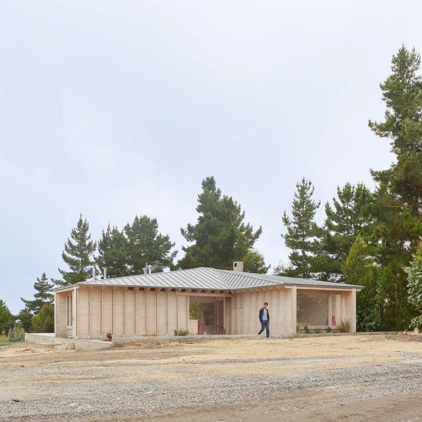 Pale wood blends Cristián Izquierdo Lehmann's Chilean house into sandy surrounds