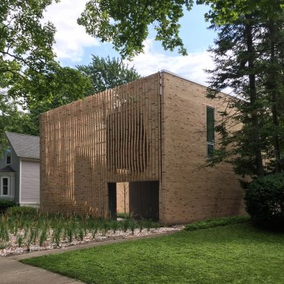 Lipton Thayer Brick House in Chicago, Illinois by Brooks Scarpa