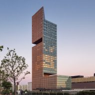 SOM completes double-cantilevered Manhattan Loft Gardens tower