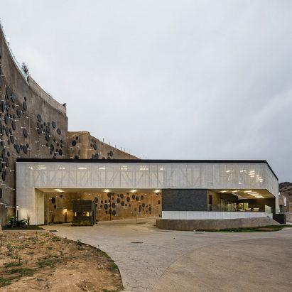Moncayo Club House in Mexico City by Iconico Studio