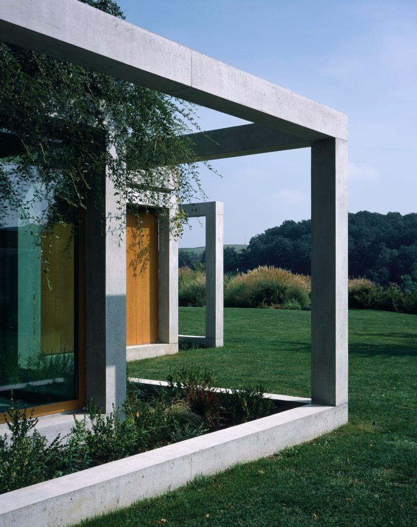 Di Gregorio Associati surrounds rural Italian house with planted concrete pergolas