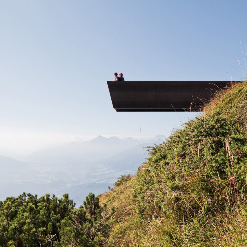 Snøhetta cantilevers viewpoint from mountain overlooking Innsbruck