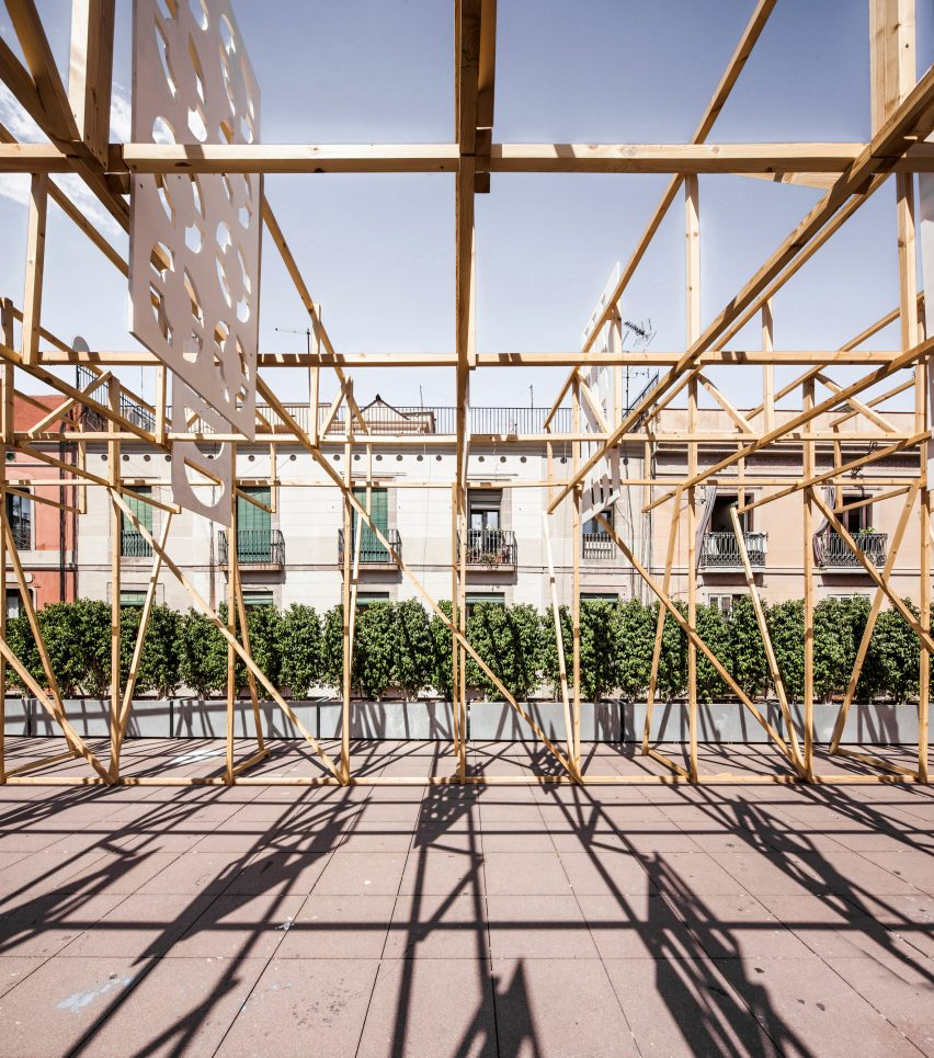 3kms summer pavilion by Eugeni Bach, Anthony Burrill and Elisava Barcelona students