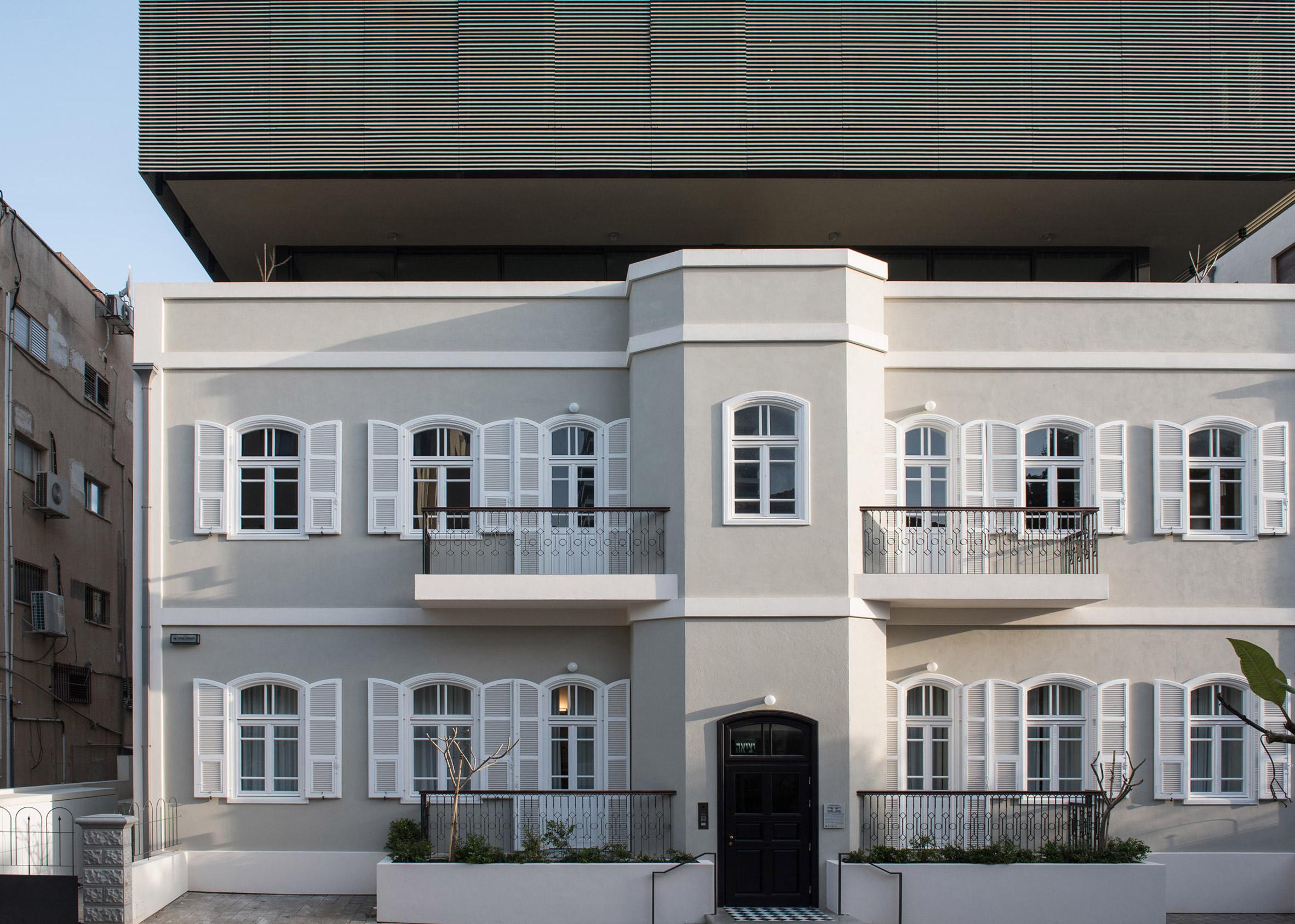 Bar Orian Architects Tops Historic Tel Aviv Villa With