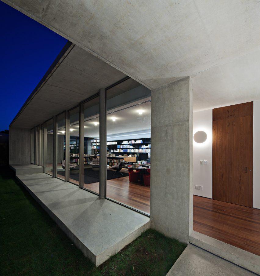 Capobianco House by Kruchin Arquitetura