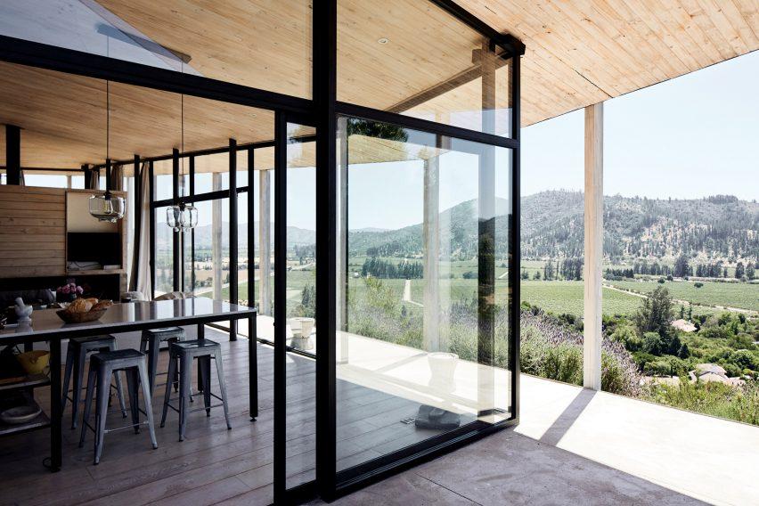 Casa 14 by Alvano y Riquelme Architects