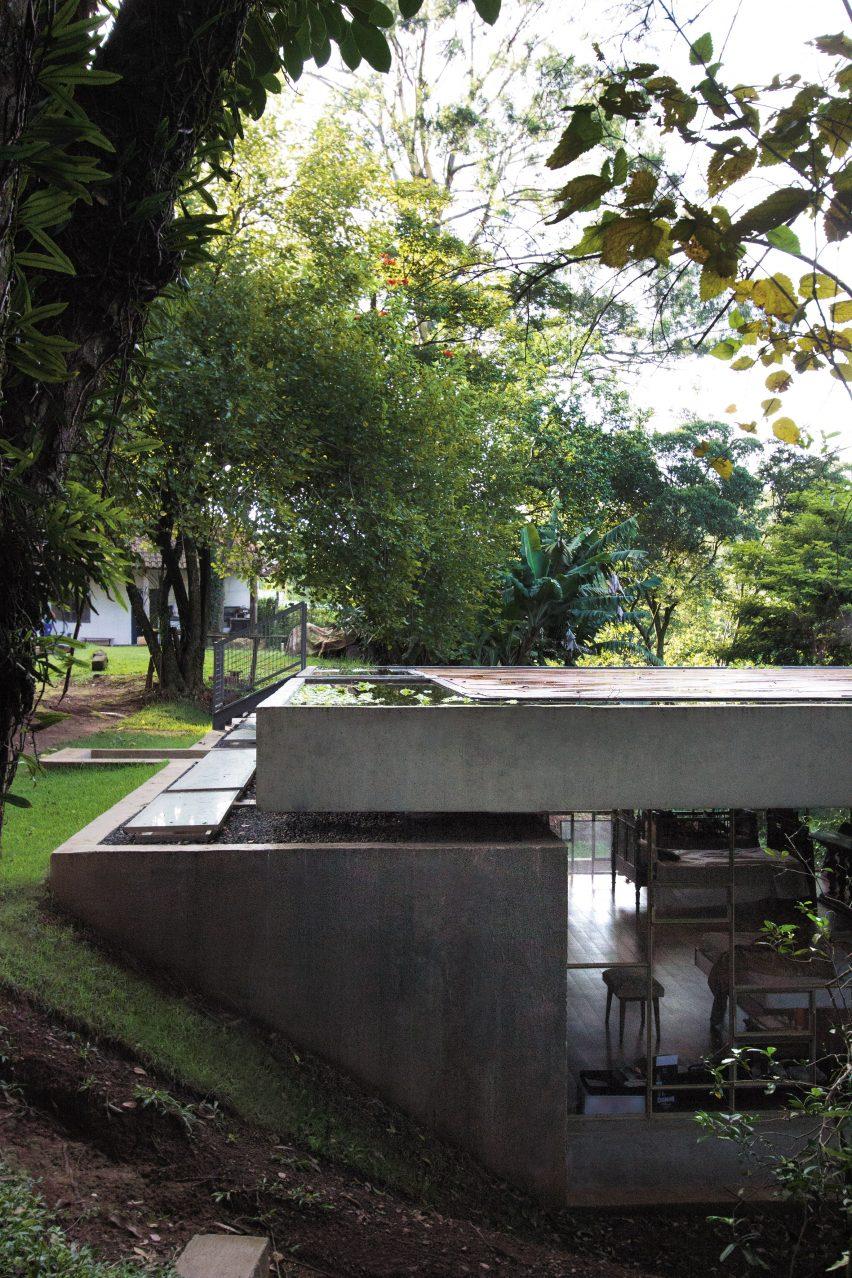 Casa Bibilioteca by Atelier Branco