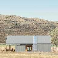 Barns and ranches inform Signal's design of Experience Center in Oregon state park