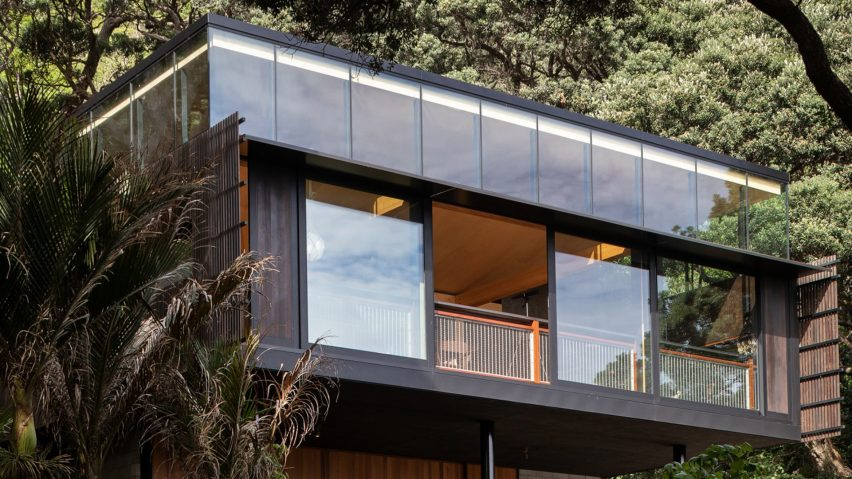 Kawakawa House, Piha, New Zealand, by Herbst Architects