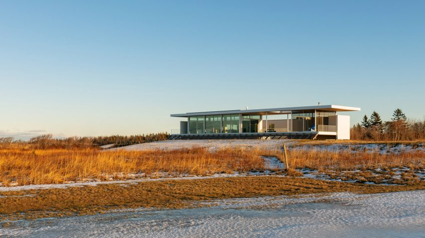 Atelier Pierre Thibault builds slender Leblanc Residence on sandy Canadian coast