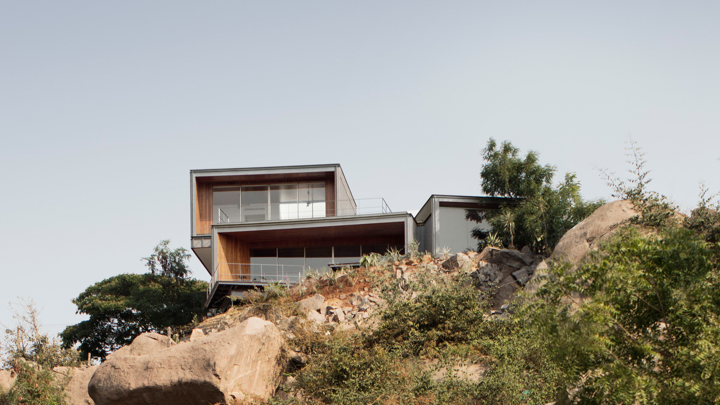 Lakehouse is formed of granite boxes on a clifftop in India