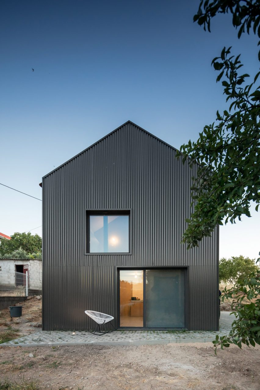 MCR2 House renovation by Filipe Pina and Maria Inês Costa