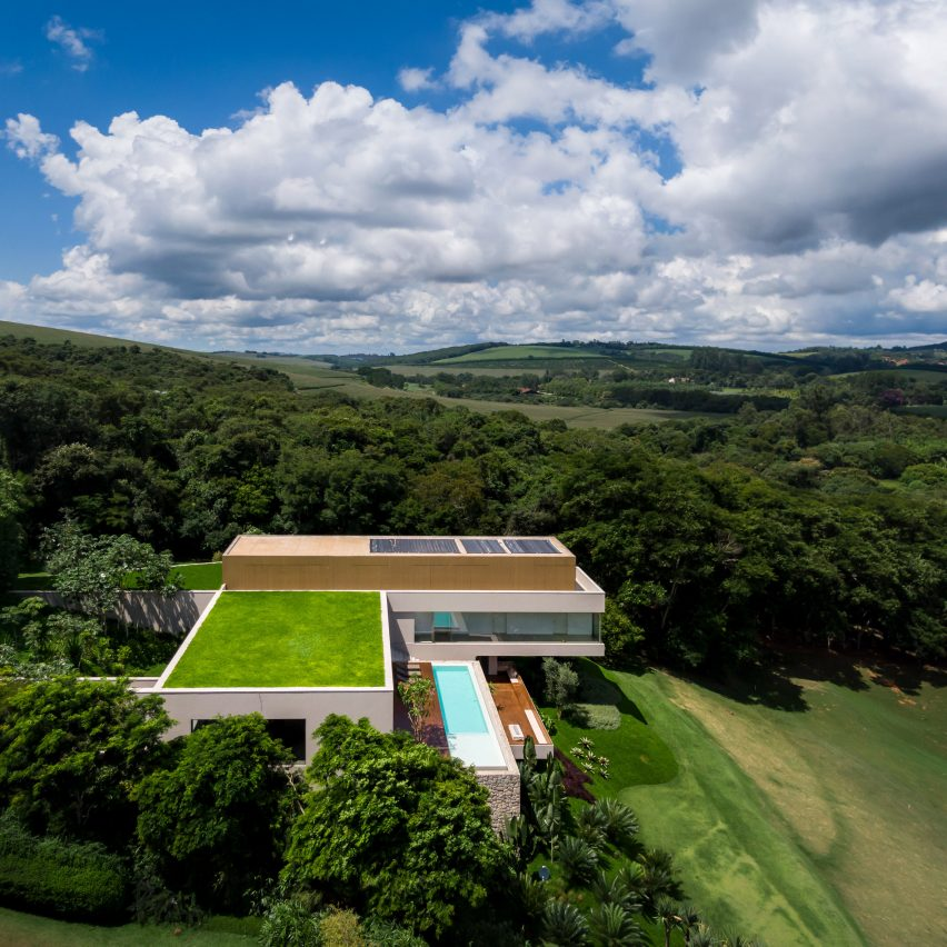 Studio Arthur Casas tops sprawling NVD House in Brazil with putting green