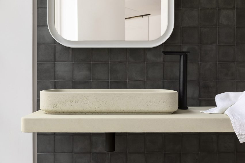 Petra concrete bathroom furniture by Marco Merendi and Diego Vencato with Gypsum