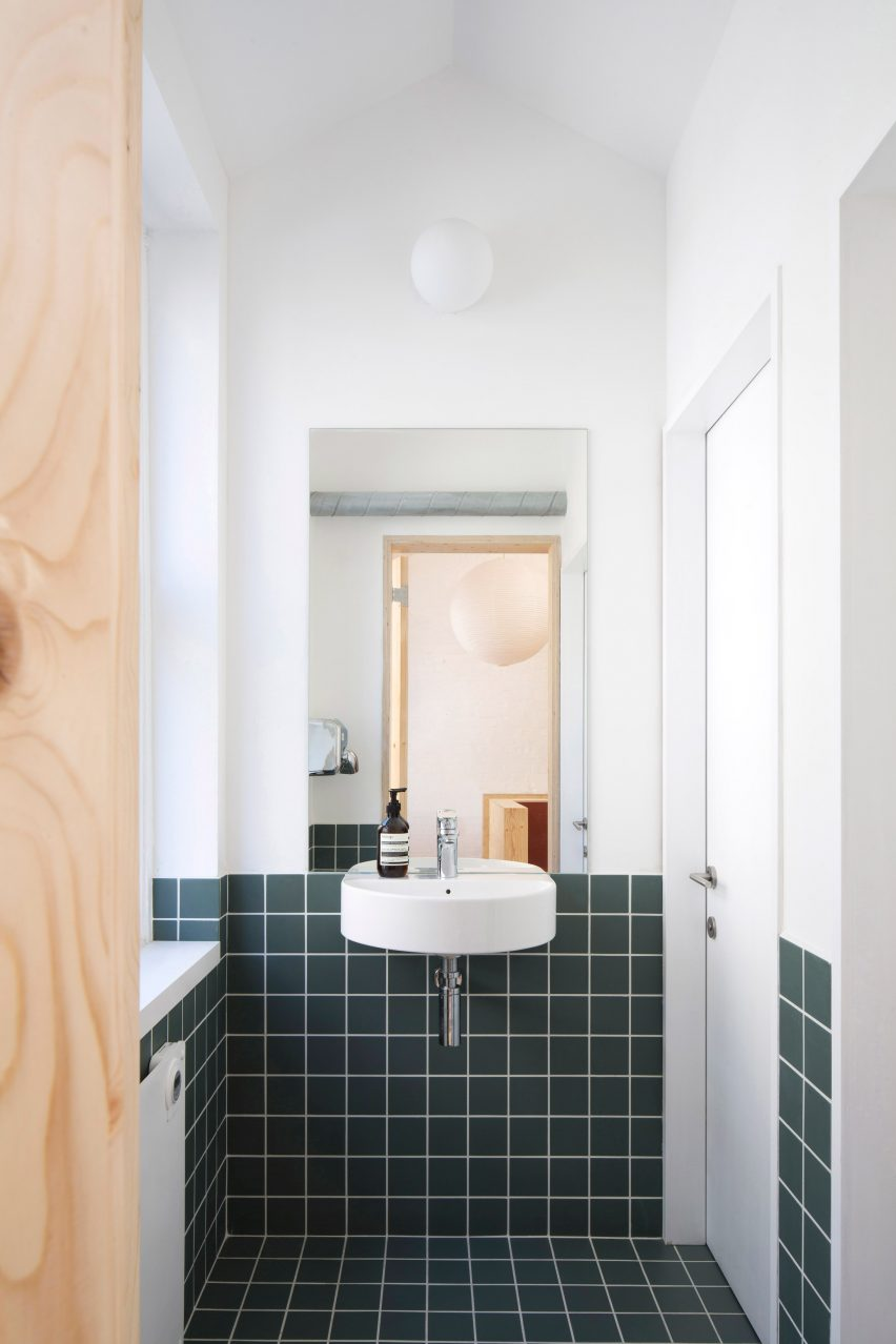 Bathroom in Studio Represent wood office by Alder Brisco