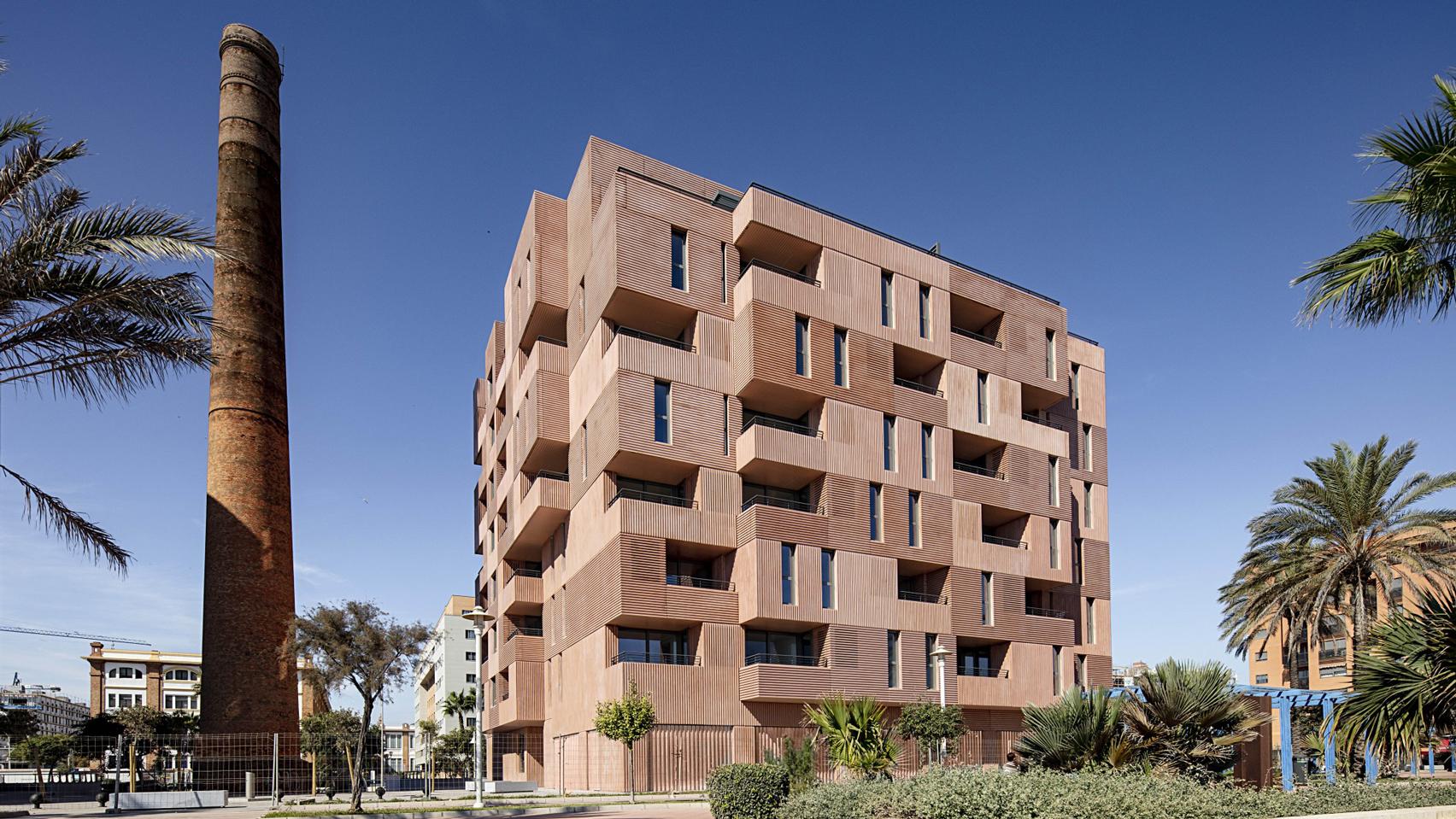 "Muñoz Miranda Architects designs Málaga apartment block to appear ""sculpted from clay"""