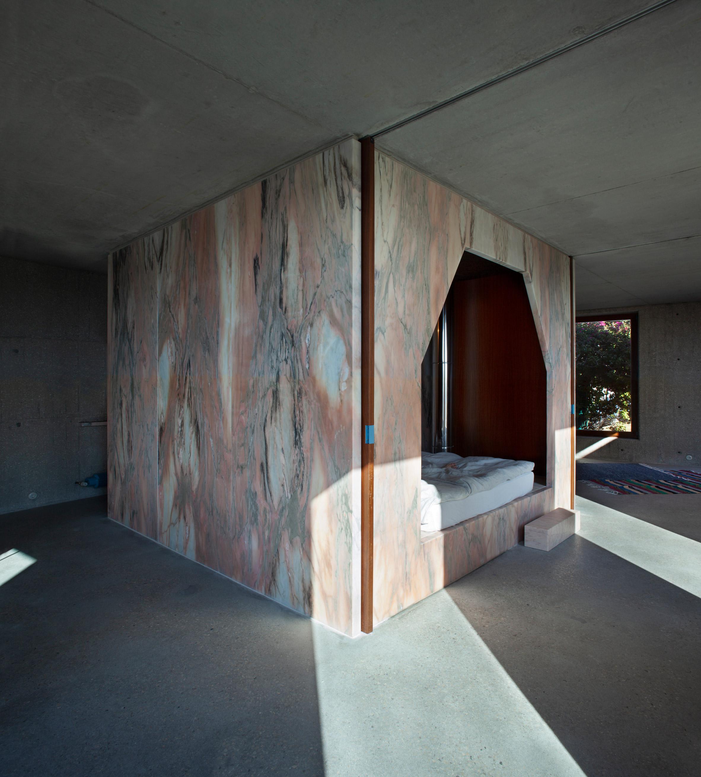 Casa do Monte by Leopold Banchini and Daniel Zamarbide