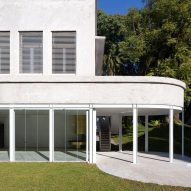 Adamo Faiden refreshes modernist white house in Buenos Aires