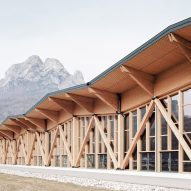 Timber trusses support undulating roof of Italian convention centre