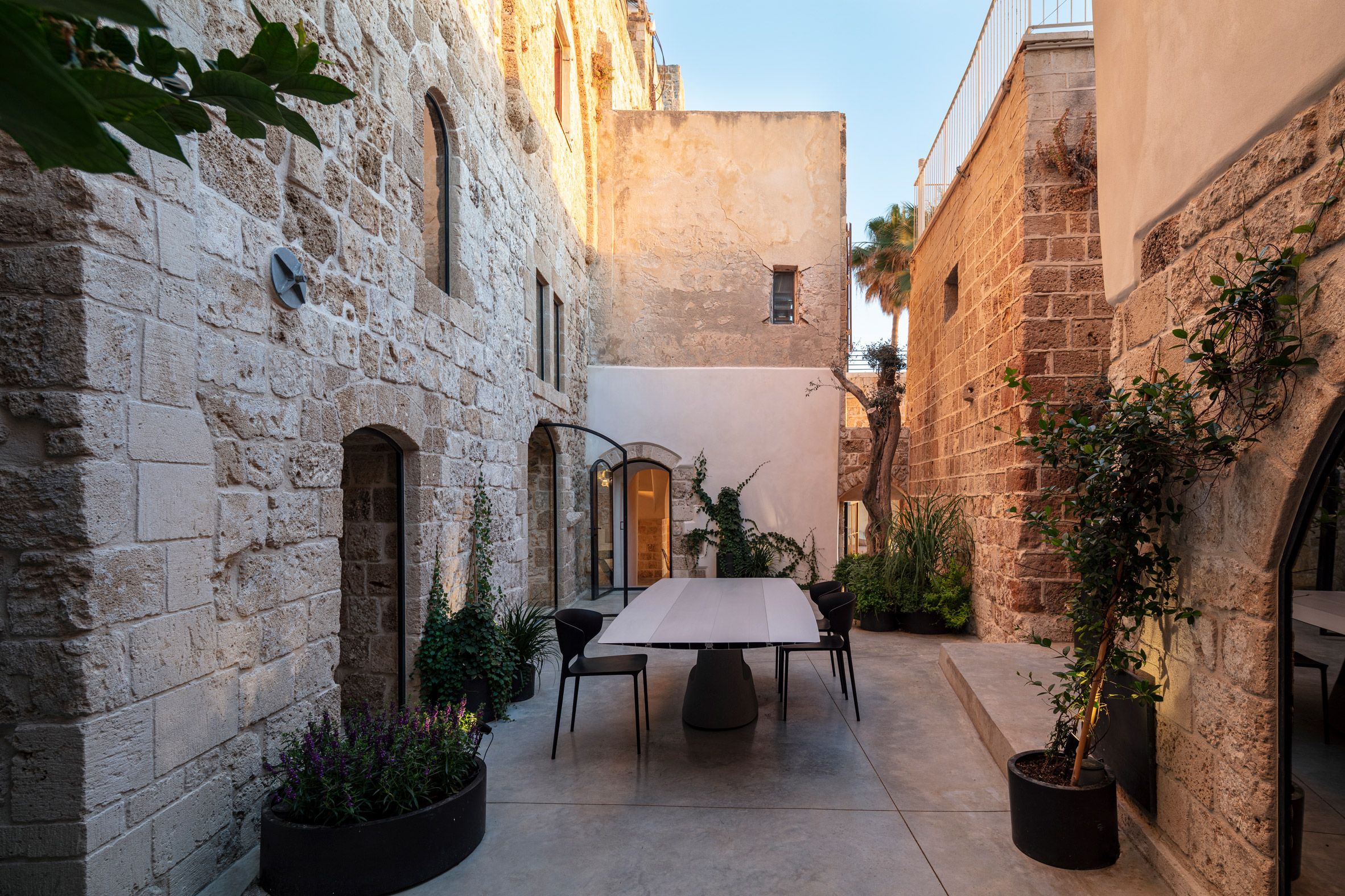 Courtyard dining spot in Old Jaffa House 4 by Pitsou Kedem