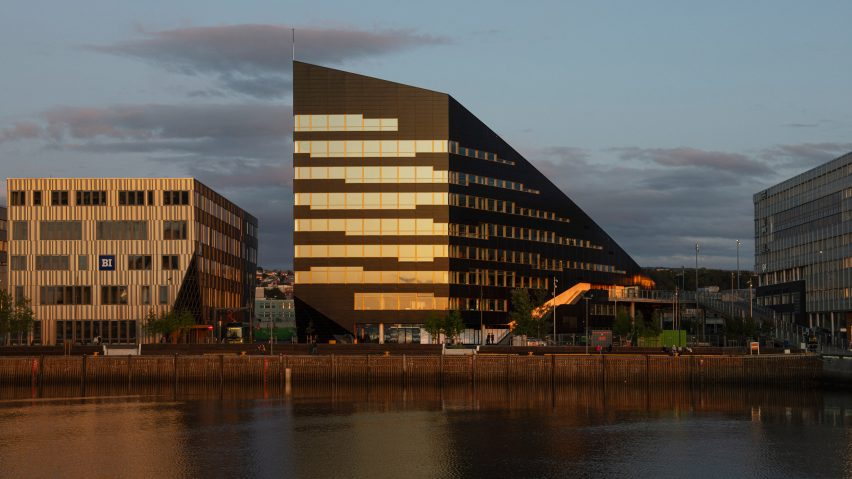 Snøhetta completes office on Norwegian Fjord that produces twice the amount of energy it uses