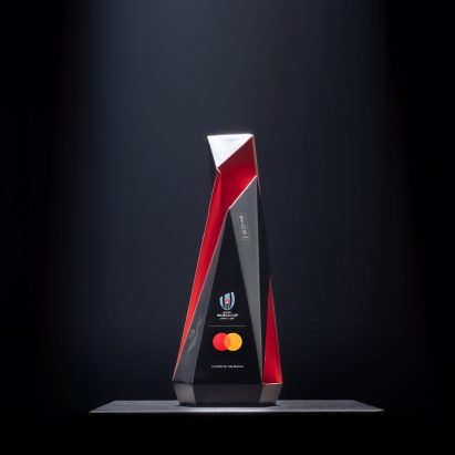 Jun Mitani creates live-etched Mastercard Player of the Match trophies for Rugby World Cup